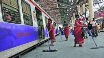 Photo of दपूमरे रायपुर रेल मंडल में स्वच्छता पखवाड़े का शुभारंभ प्रभात फेरी निकालकर एवं स्वच्छता शपथ के साथ किया गया